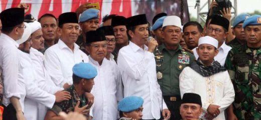 Terungkap... Ternyata Jokowi Berkali-kali Dicegah, Namun Tetap Ngotot Shalat Jumat Bersama Massa 212