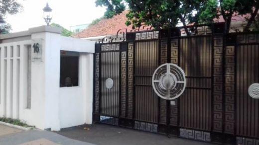 Suami Buron, Rumah Inneke Koesherawati Digeledah KPK