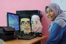 Wuiii! Bantal Unik Berkat Tangan Terampil Novia Amirah, Bangun Ikon Pariwisata Kota Padang