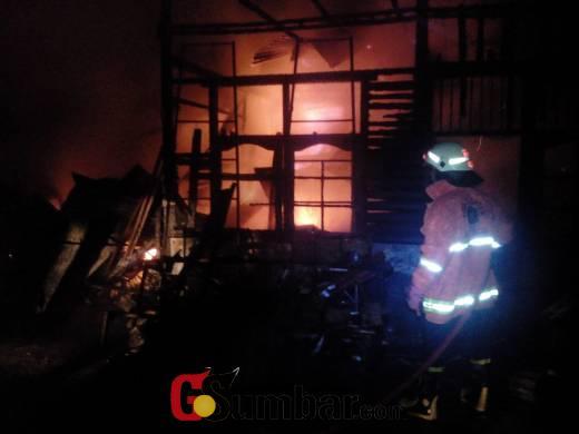 Ada Ledakan, 3 Unit Mobil Antar Jemput Siswa di Bukittinggi Ini Hangus Terbakar