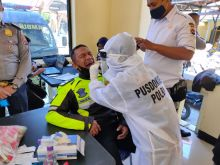 Hari Ini, Seluruh Personel Polres Bukittinggi yang PAM TPS Lakukan Tes Swab