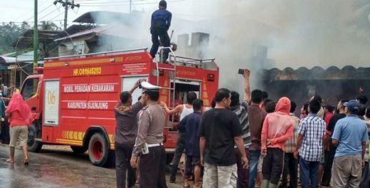 Diduga Gara-gara Obat Nyamuk, Rumah Pensiunan PNS Hangus Terbakar