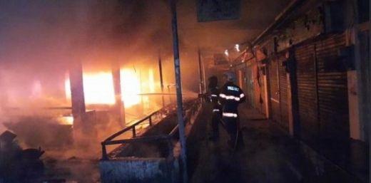 Sejumlah Toko di Lantai Dua Pasar Raya Padang Ludes Terbakar