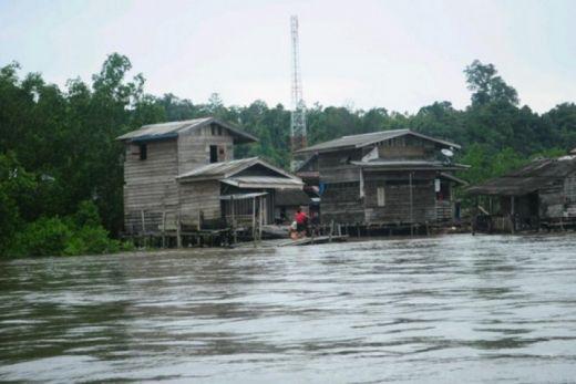 Cuaca Buruk, Pengiriman Bantuan Banjir ke Siberut Terkendala