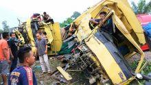 Dua Truk Laga Kambing di Dharmasraya, Honda Jazz Ikut Tertimpa Truk yang Tabrakan
