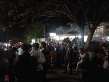 APK Dicopot, Ratusan Pendukung Cawako Erman Safar - Marfendi Datangi Bawaslu Bukittinggi