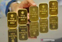 Harga Emas di Pegadaian Area Padang Turun Jadi Rp876.000 per Gram