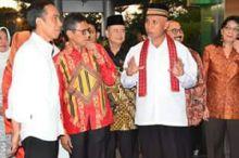 Sampai di Padang, Presiden Jokowi Terkesima dengan Pakaian Adat Minang