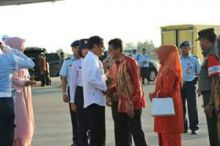 Mendarat di Padang, Presiden Jokowi Bersyukur Ied Fitri Tahun Ini Serempak dan Shalat Tarawih Terakhir di Masjid Nurul Iman Padang