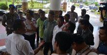 Pendapatan Berkurang Sejak Ada Bus Trans Padang, Pemilik Angkot Unjuk Rasa ke Balai Kota