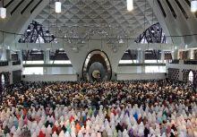Tarawih Bersama di Mesjid Raya, Gubernur Sumbar Ajak Warga Perbanyak Ibadah di Bulan Ramadan