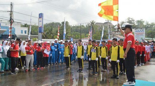 Ribuan Siswa Ikuti Lomba Gerak Jalan HUT Ke-70 Kabupaten Sijunjung