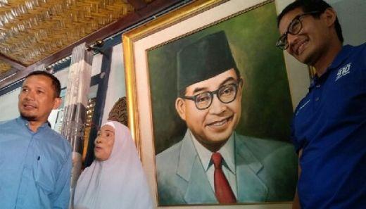 Cari Inspirasi Jelang Debat Pilpres, Sandiaga Datangi Rumah Bung Hatta di Bukittinggi