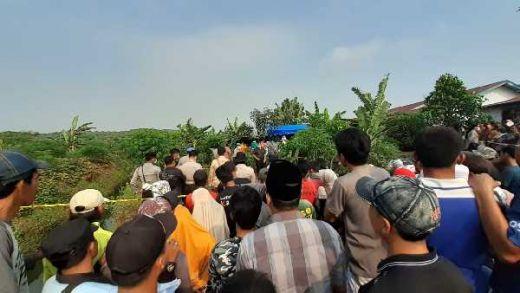 Kuburan Suami yang Tewas Dikampak Istri Akhirnya Dibongkar untuk Otopsi