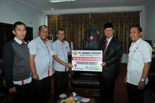 500 Paket Peralatan Sekolah dari PT Semen Padang, Bantu Fasilitas Pendidikan di Mentawai