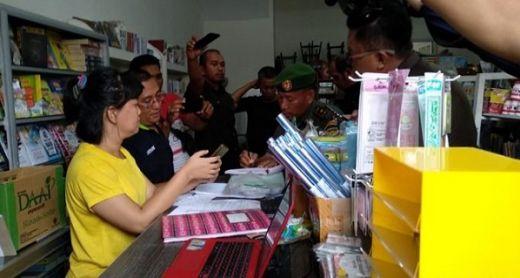 Pemilik Toko di Padang Ngaku Tak Tahu Buku yang Dijualnya Terindikasi Paham Komunis