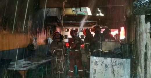 Gas Meledak, Rumah Makan Padang Terbakar, Dua Orang Luka Bakar