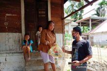 Pemuda Batang Kapas Salurkan Sembako ke Masyarakat Terdampak Covid-19