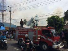 Satu Unit Rumah Terbakar di Pemukiman Padat Penduduk di Kota Payakumbuh