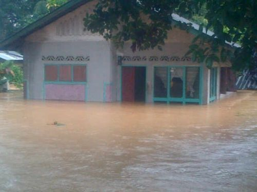Sungai Manggilang Meluap, 75 Unit Rumah di Sopang Pangkalan Terendam Air