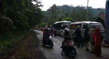 Longsor, Rumpun Bambu Timbun Jalan, Lintas Sumatera Sempat Lumpuh