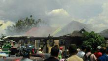 Kebakaran Hebat Melanda Asrama Polisi Bisvac di Kota Payakumbuh
