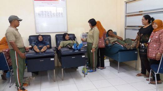 Kasetum Korem 032/Wirabraja Pimpin Donor Darah di PMI Padang