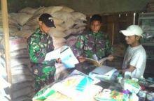 Cek Ketersediaan Pupuk Untuk Petani, Babinsa Kodim 0307/Tanah Datar Datangi Kios Pedagang