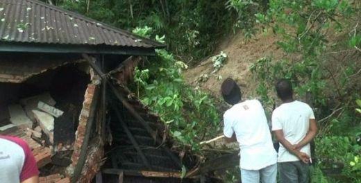 7 Rumah Tertimbun Longsor di Pariaman Utara Sumbar, 1 Orang Tewas, 1 Lagi Luka-luka