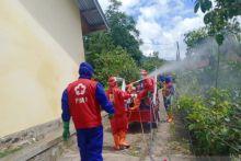 PMI Agam Semprot Disinfektan Daerah Sungai Cubadak Baso Pasca Jadi Zona Merah Covid-19