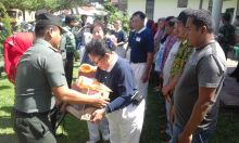 Ringankan Beban Korban Gempa, Kodim 0311/Pesisir Selatan Bagikan Sembako Bersama Yayasan Buddha Shu Chi