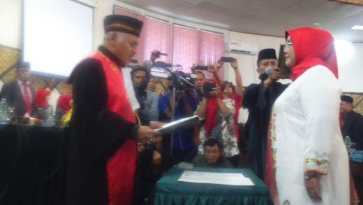 2,5 Tahun Menggoyang Erisman, Hari Ini Elly Thrisyanti Dilantik Sebagai Ketua DPRD Padang