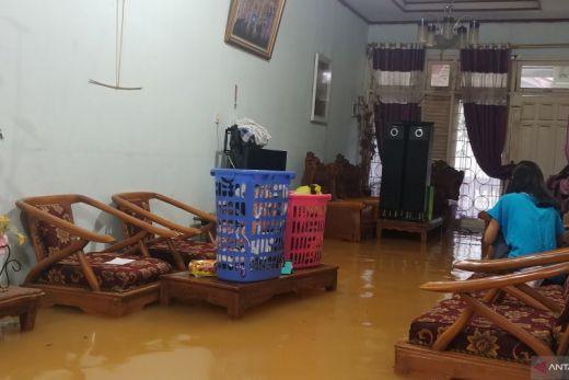 Hujan Lebat di Padang Sebabkan Banjir dan Longsor di Sejumlah Titik