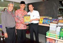 berkunjung-ke-malaysia-walikota-padang-kunjungi-penerbitan-alquran-terbesar-disana