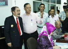 Sidak ke Samsat, Pj Gubernur Sumbar Naik Pitam karena Kepala UPT Pelayanan Pajak Tak Ada di Kantor