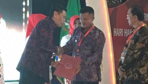 Dharmasraya Kembali Terima Penghargaan Kabupaten Peduli HAM