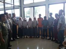 10 Pelajar Ditangkap Petugas Ketika Mengisap Lem