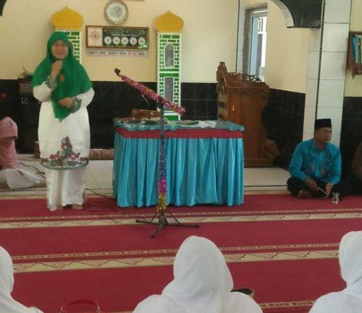 Ceramah di Majelis Taklim Koto Tangah, Ny. Harneli : Miris, Penipuan Berkedok Agama!