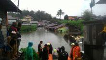 Sebagian Wilayah di Bukittinggi Kebanjiran, 300 KK Sempat Diungsikan dengan Perahu Karet