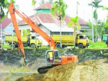 Ondeh Mandeh.., PNS BWSS V Sumbar Jual Sedimen Pengerukan Proyek Normalisasi Sungai