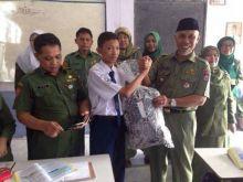 Wow! Walikota Padang Kunjungi Siswa Si Pejuang Subuh dan Berikan Bingkisan di Sekolahnya