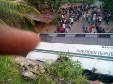 Kecelakaan Bus Unand: Sebelum Terbalik, Bus Tabrak Mobil, Dua Sepeda Motor dan Halte Serta Hantam Rumah Warga