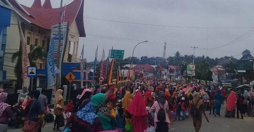 Muaro Sijunjung Jadi Lautan Manusia, Ribuan Murid PAUD dan TK Tumpah
