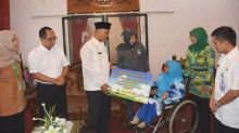 Walikota Padang Serahkan Santunan Kematian BPJS Ketenagakerjaan