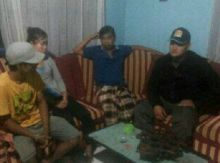 Onde Mande! Pasangan Selingkuh Ditangkap Warga Saat Mesum di Rumah Kontrakan, Warga Sungai Dareh Dharmasraya Heboh
