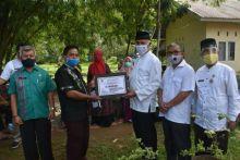 Pemkot Serahkan Bantuan Alat Pertanian untuk Kelompok Tani di Padang