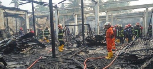 5 Petak Ruko Ludes Terbakar di Pasar Ambacang Padang