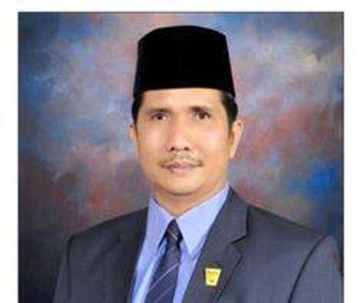 Hasil gambar untuk foto ketua DPRD erisman padang
