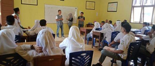 Relawan Demokrasi KPU Dharmasraya Sosialisasi di Madrasah Aliyah Darussalam