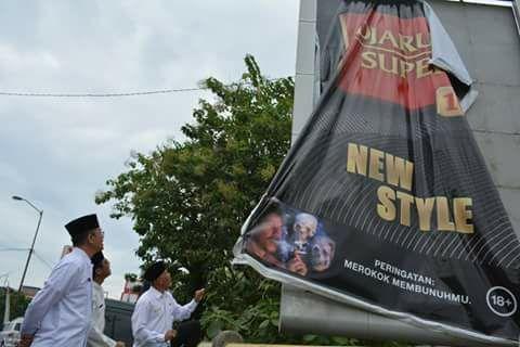 Perangi Rokok, Walikota Padang Turunkan Iklan Rokok